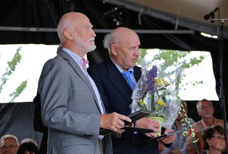 Lars Jonehög, Sven Emsell och den stora publiken lyssnade på Gösta Olofssons tal.