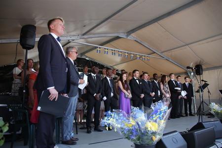 Samling för att sjunga nationalsången.