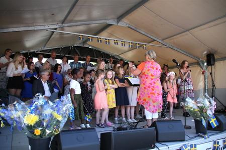 Kören Con Brio, Barnkören och Ulrika Lindkvist under ledning av Kerstin Wallmyr.