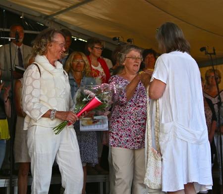 Gunnel och Monika, butiken Nya Mode, fick hedersutnämnande för att ha utvecklat handeln i Årjäng.
