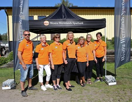 Några ur Team Westra Wermlands Sparbank, som tog hand om gästerna på Tingvalla IP och senare på Claras torg.