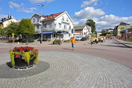 Alla föreningar och klubbar gick i kortege från Tingevi IP till Claras torg i Årjängs centrum.