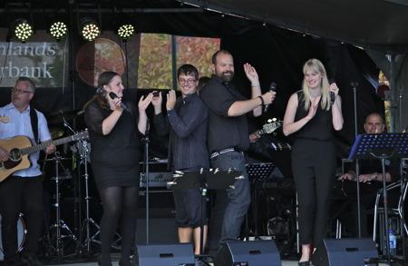 Elinor, Jan-Harald, Markus och Hanna sjöng ABBA.