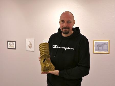 Galleri Passagen - Konstnär Carry Eriksson från Karlstad skapar verk i stengods med egen teknik.