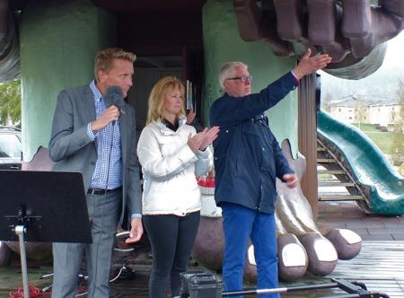 Katarina Johannesson, tidigare kommunalråd i Årjängs kommun, hyllades för sitt initiativ att starta utbyggnaden av ett stamfibernät i kommunen.