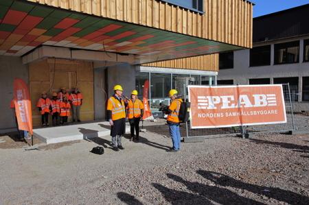 10 mars 2015 - Kommunstyrelsens ordförande Daniel Schützer hälsade alla välkomna till offentlig-görandet av nya högstadieskolans namn och en rundvandring i lokalerna.