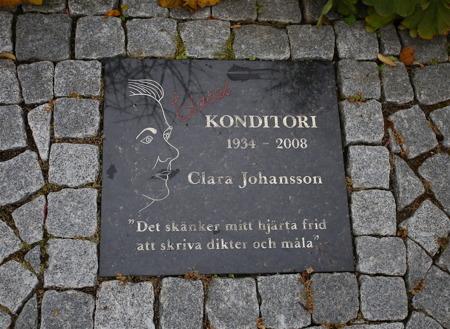 Här finns även minnesstenen över Clara.