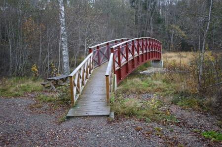Gångbron över Silbodalsälven nedanför forsen.