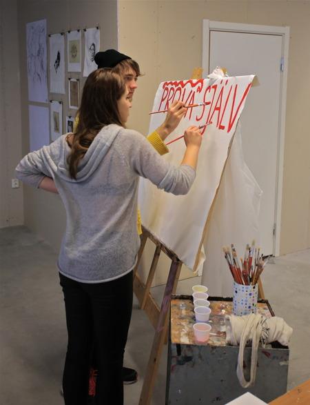 Kyrkeruds Folkhögskola hade prova på verksamhet, där man kunde få testa olika tekniker såsom drejning, nåltovning och måleri.