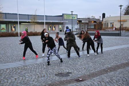 Streetdance på Claras Torg med Ibrahim och ungdomar.