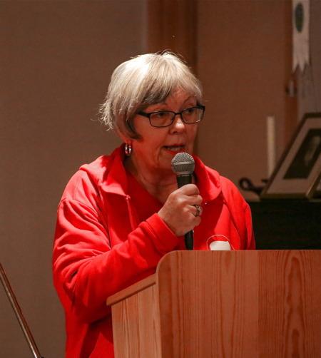 Angelica Rage, ledamot i styrelsen för Svenska Röda Korset, talade och framförde gratulationer.