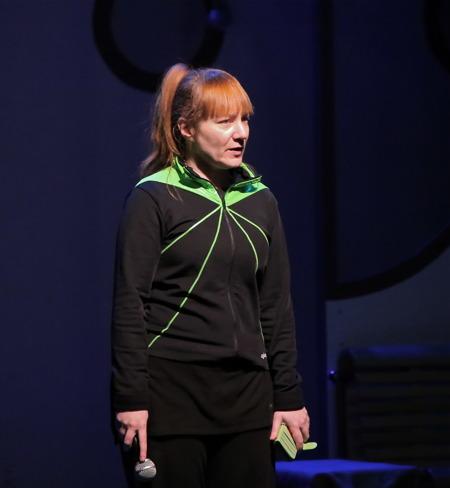 Malin Axelsson - regi och koreografi.