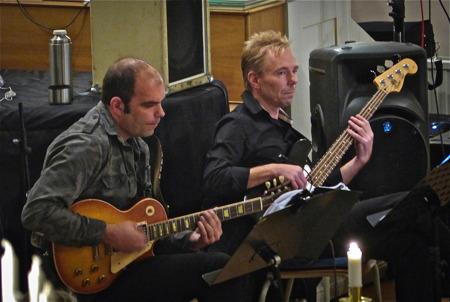 Håkan Röjdemo - elgitarr, Göran Nilsson - bas