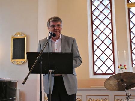 Kjell Eriksson hälsade alla välkomna till en musikupplevelse i Västra Fågelviks kyrka.