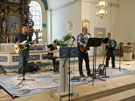 Musik i kyrkan i samband med Veteranfordons-träffen 2012.
