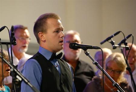 Solisten Johannes Axelsson sjöng Anthem av Benny Andersson och Björn Ulveus, med en mäktig avslutning.