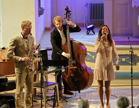 Rigmor Gustafsson och jazztrion.