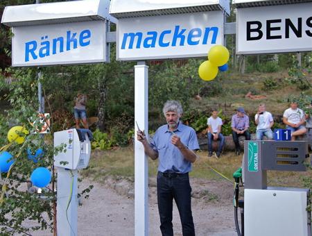 Thomas Wassberg klippte bandet och förklarade att Ränke Macken nu är öppnad.