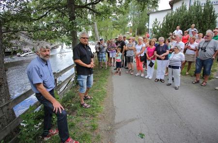 Så var det dags för Owe Lindström och Thomas Wassberg att genomföra dagens andra invigning - den nya fontänen i kanalen.