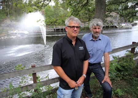 Owe Lindström, Thomas Wassberg och den nyinvigda fontänen i bakgrunden.