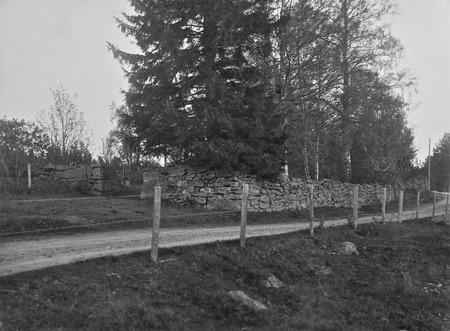 Gamla kyrkogården i Kyrkobyn Östervallskog.