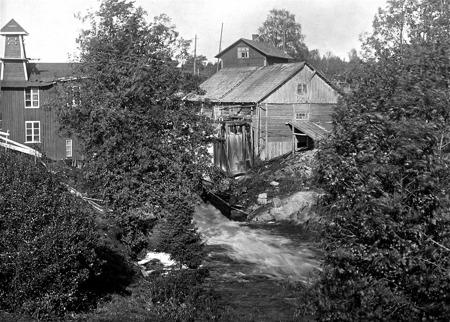 Kraftstationen och kvarnen i Rommenäs Östervallskog.