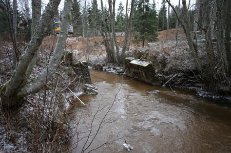 1 december 2016 - Det som finns kvar av gamla bron i Anunderud.