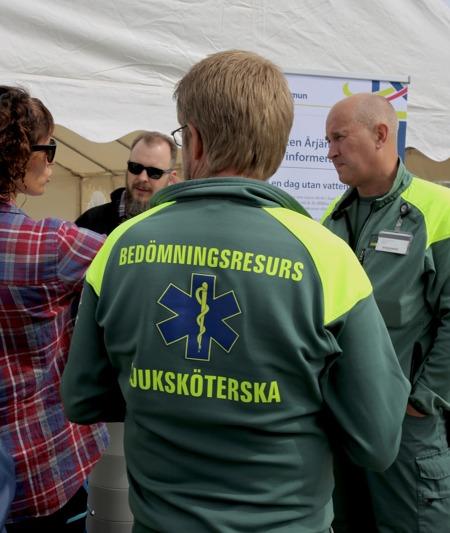 Landstinget i Värmland har infört en ny resurs inom ambulanssjukvården. I Karlstad och Sunne finns specialutrustade bilar som bemannas av en sjuksköterska. Det är en bedömningsresurs som rycker ut för att göra en första insats.