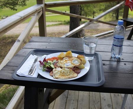 Välsmakande lunch på terrassen.