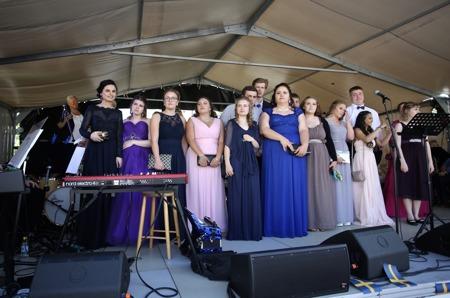 Årets studenter vid Årjängs Gymnasieskola.