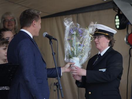 Gruvöns Musikkår fick blommor för mångårigt deltagande i Nationaldagsfirandet.