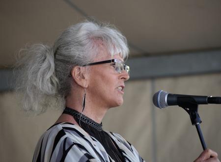 Ane Skoland, rektor för Årjängs gymnasieskola & vuxenutbildning, talade till årets studenter.