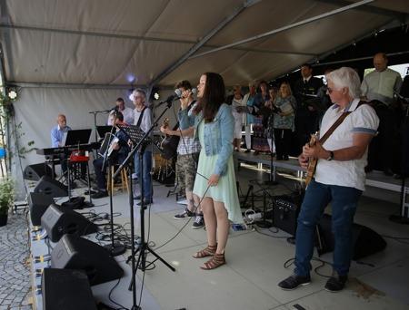 Lisa Kihlgren och Katarina av Amerika orchestra framförde två musikstycken från musikalen Katarina av Amerika.