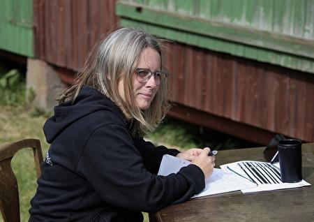 Programmets producent Malin Björk hade full kontroll över sändningen.