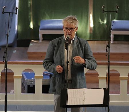 Owe Lindström inledde med att hälsa alla välkomna till invigningen av Allsköns Musik 2017.
