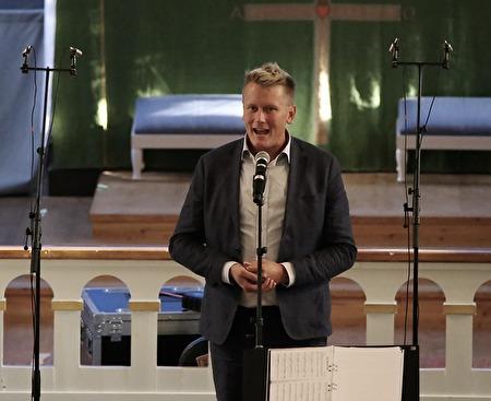 Daniel Schützer höll invigningstalet.