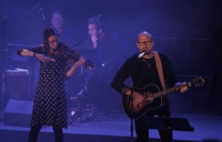 """Pär-Erik Eriksson och Maria Larsson framförde - """"Joost Sång""""."""