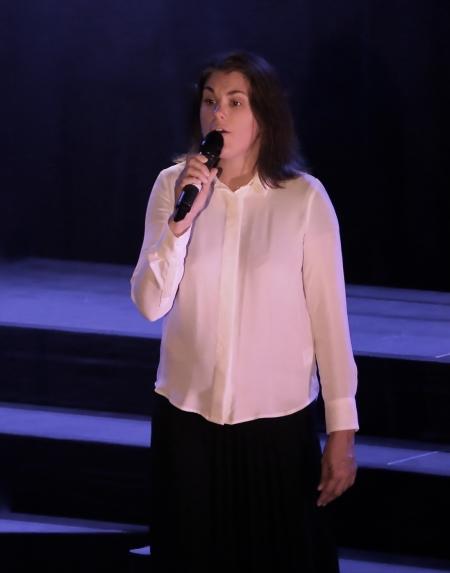 "Ulrika Lindkvist sjöng ""Ljus i mörkrets tid""."