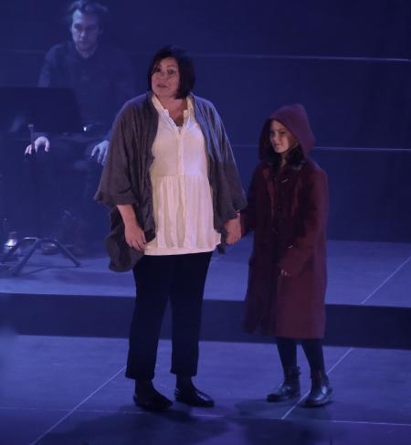 Cecilia Näslund framförde Annika Thor´s berättelse om - Flickan från långt borta.