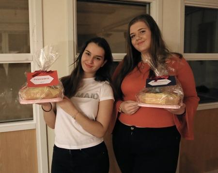 Två elever som studerat  entreprenörskap på Handelsprogrammet, och som nu startat ett UF-företag.