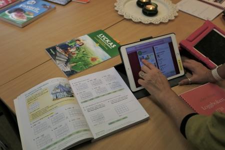 Särvux använder digitala hjälpmedel i undervisningen.