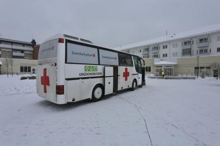 Brottsförebyggande centrum parkerade den 23 januari 2018 Vita Bussen på Claras torg i Årjäng, med utställning och för dialog inför Förintelsens minnesdag den 27 januari.