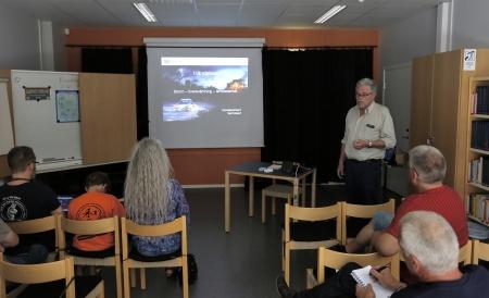 Börje Bergman från Civilförsvarsförbundet gav information om samhällets ansvar vid kriser och vad som förväntas av allmänheten.