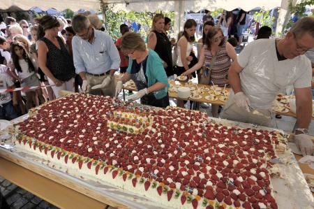 Nationaldagsfirandet avslutades med ett stort tårtkalas.