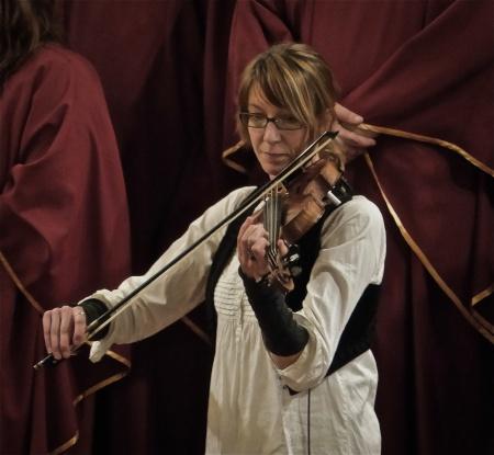 Riksspelman Maria Larsson från Karlanda medverkade i konserten.