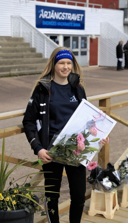 Emma Sanamon vann flest ponnylopp på Årjängstravet under 2018.