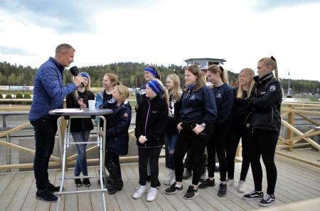 Ponnykampens Team Årjäng hedrades i vinnarcirkeln för vinsten i Ponnykampens deltävling.