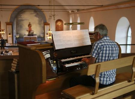 Kantor Torsten Wilhelmsson inledde med musik på stora orgeln - Toccata festival.