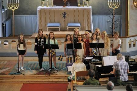 Silbodalskyrkans barnkör under ledning av Jaklin Kasto och Torsten Wilhelmsson.