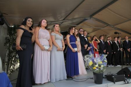 Studenterna från Årjängs gymnasieskola samlades på scenen.